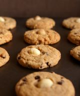 Macadamia and Chocolate Chips Cookie